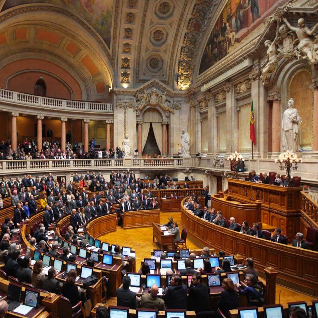 le-portugal-autorise-l-adoption-pour-les-couples-homosexuels