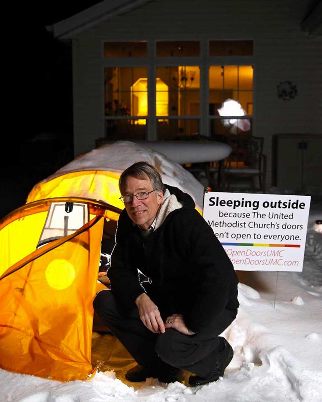 un-pasteur-dort-dehors-pour-soutenir-les-droits-lgbt