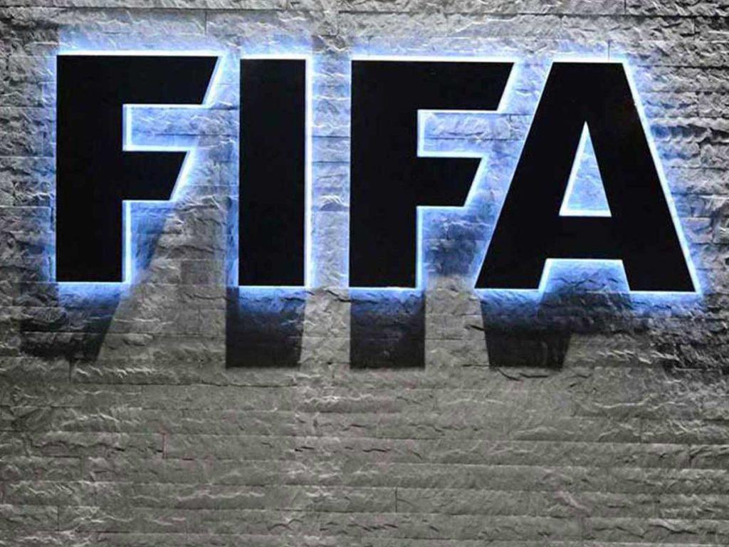 FIFA sanctions chants homophobes