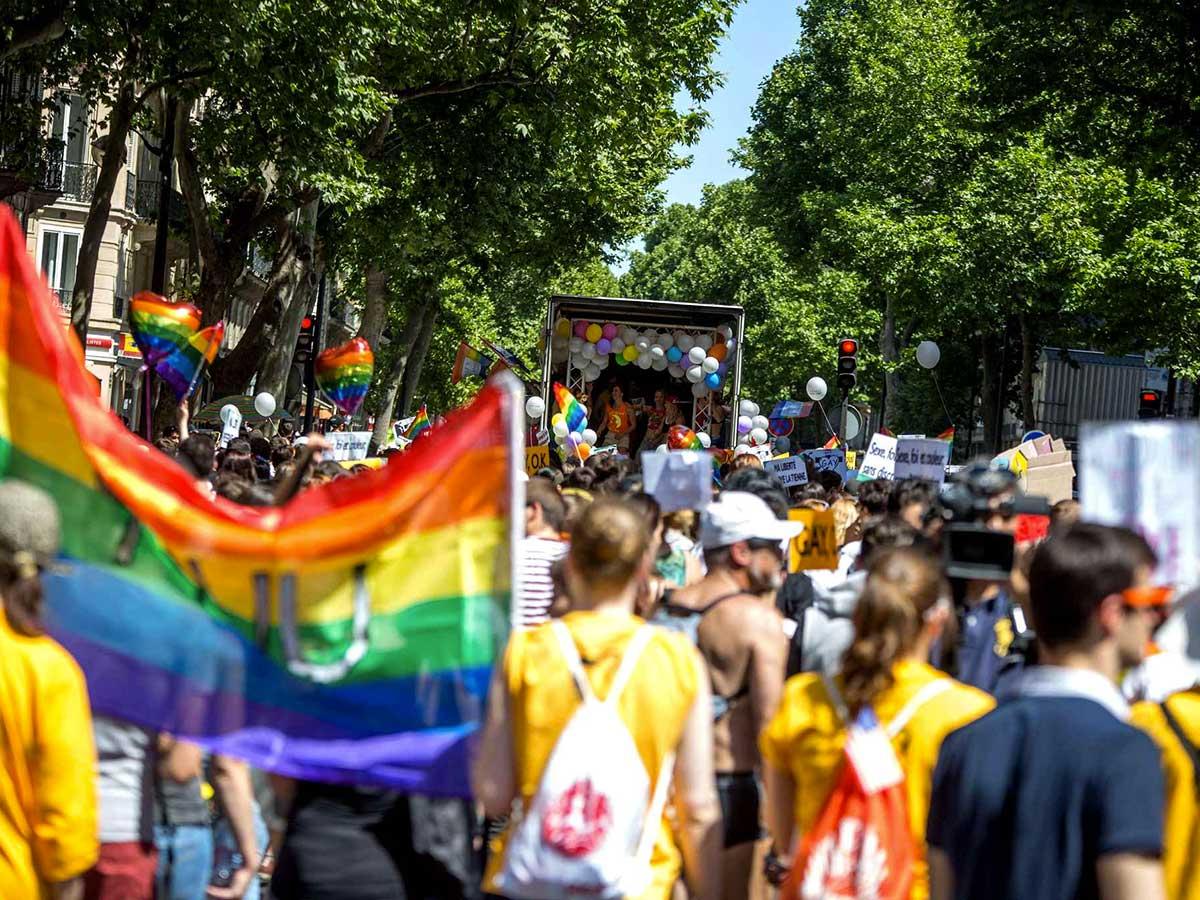 marche des fiertés de Paris report