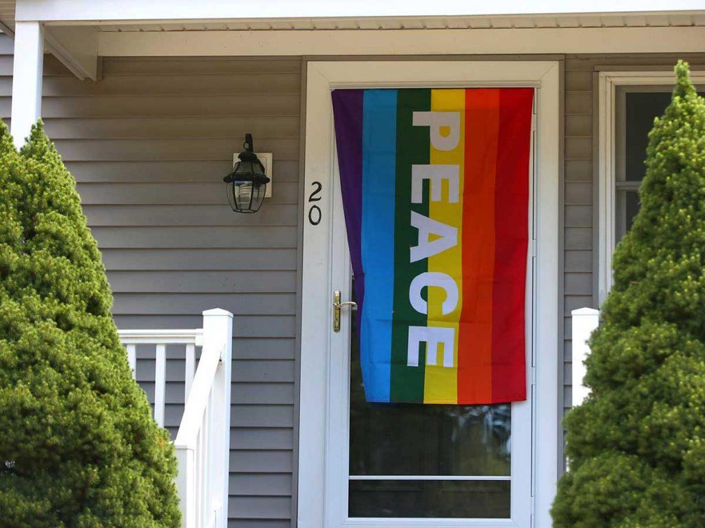 drapeau-lgbt-voisinage-vandalisme