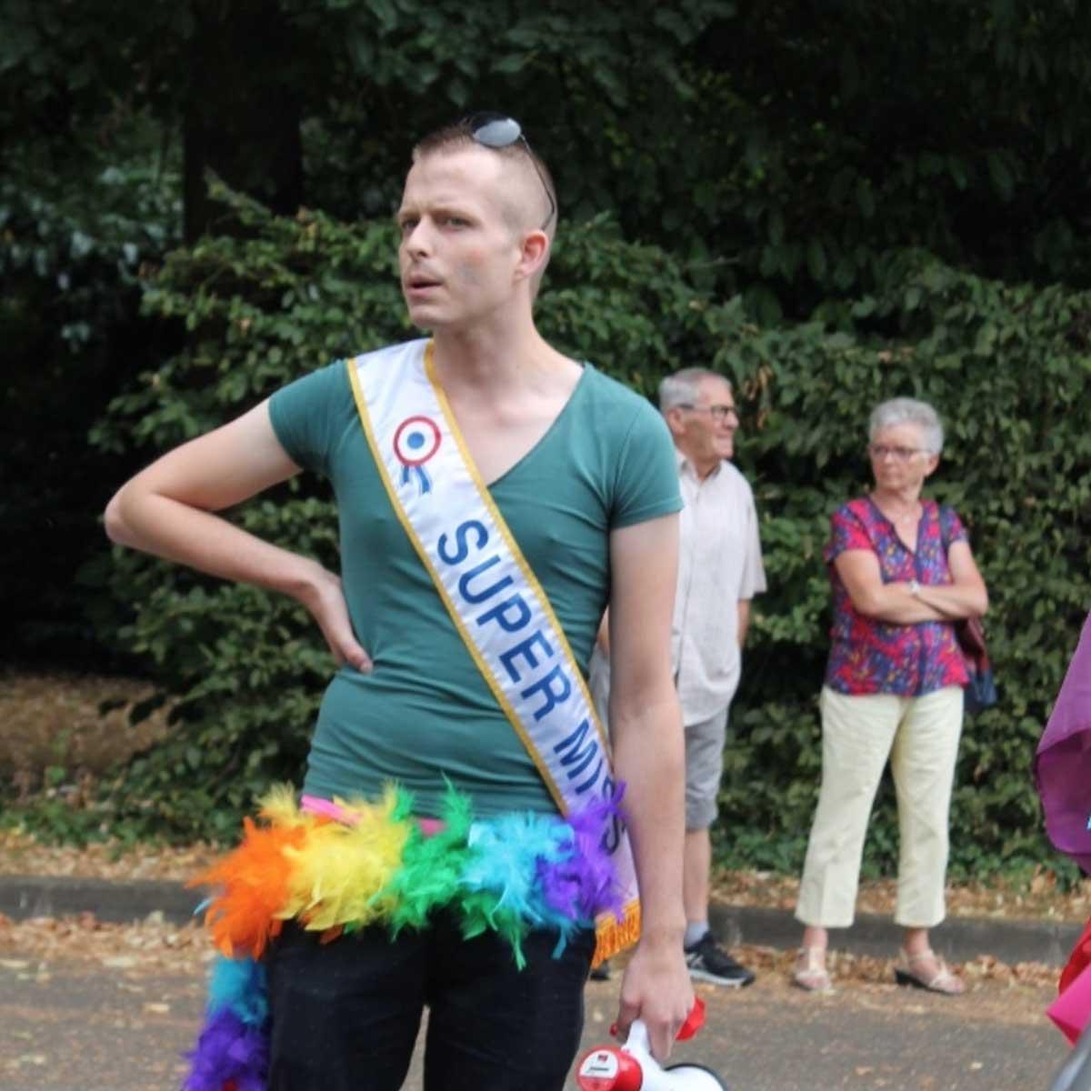 lieu de rencontre homme gay pride à Le Mans