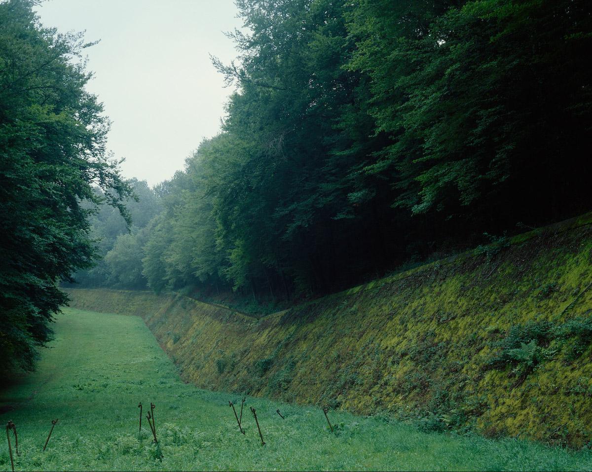 Fossé antichar dans l'ouvrage du Hackenberg, à proximité de Vecking (Moselle), mai 2007. Avec l'aimable autorisation de l'artiste.