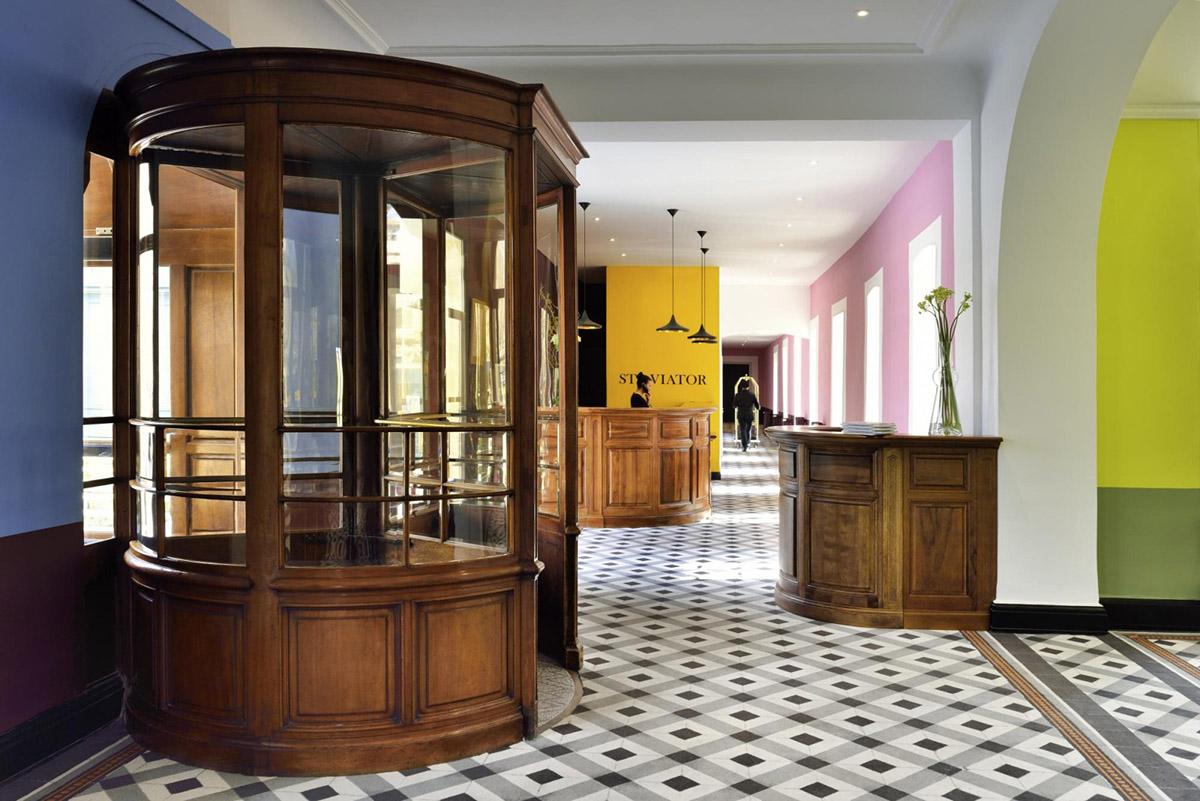 Le lobby de l'hôtel Jules César