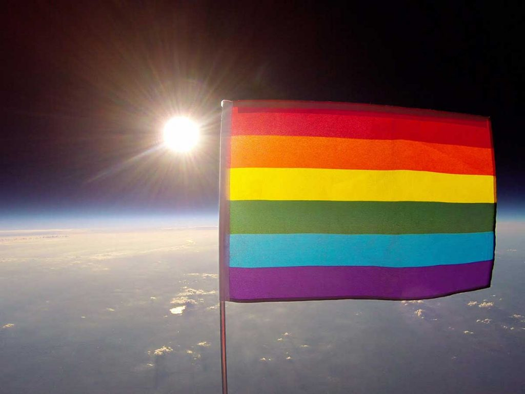 drapeau LGBT espace
