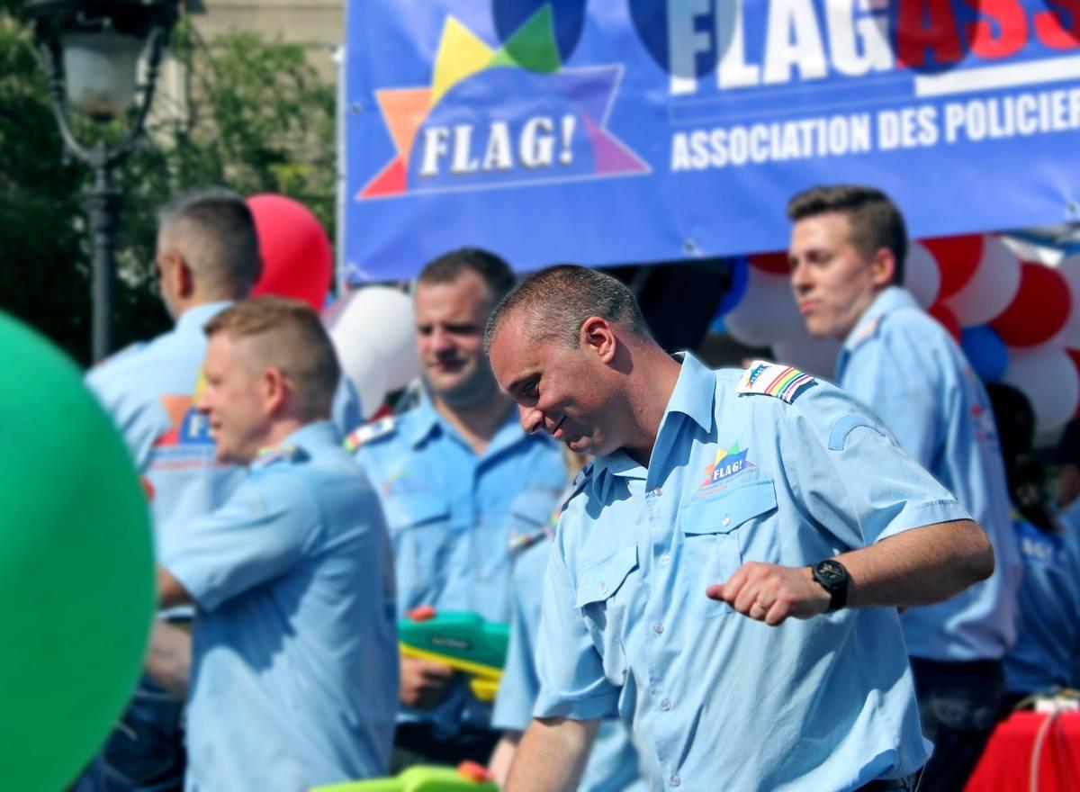 Histoire gay avec un gendarme