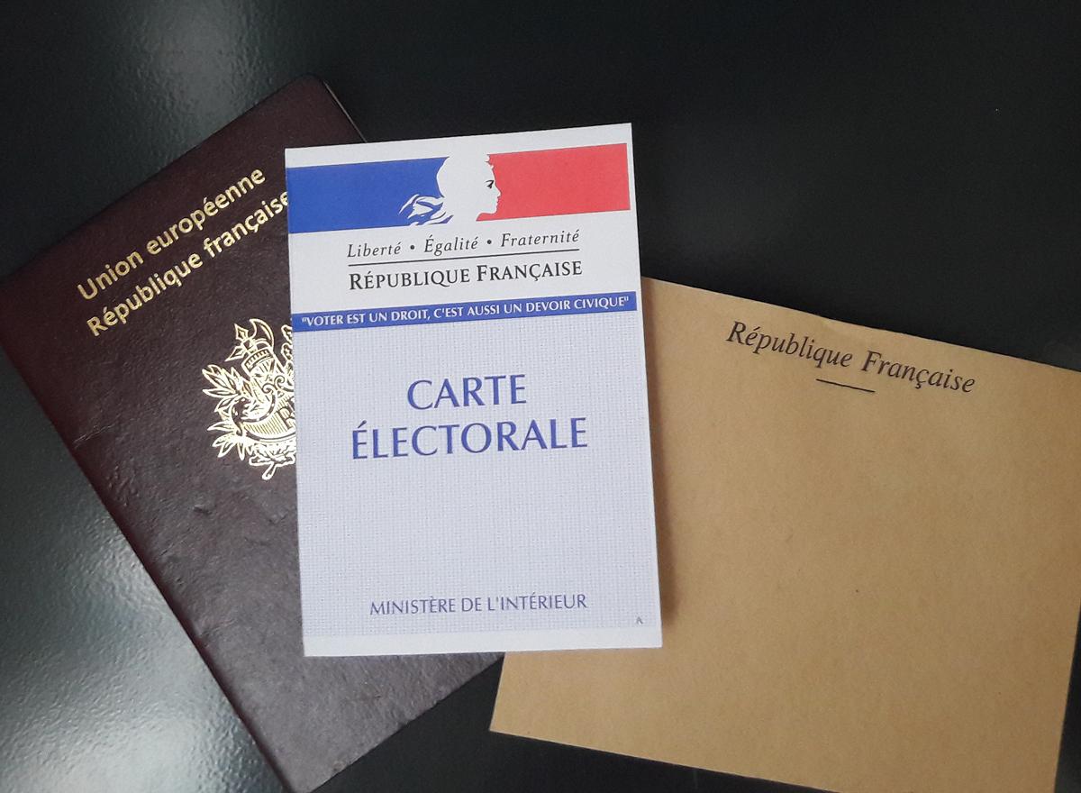 Tribune Front national Marine Le Pen Emmanuel Macron