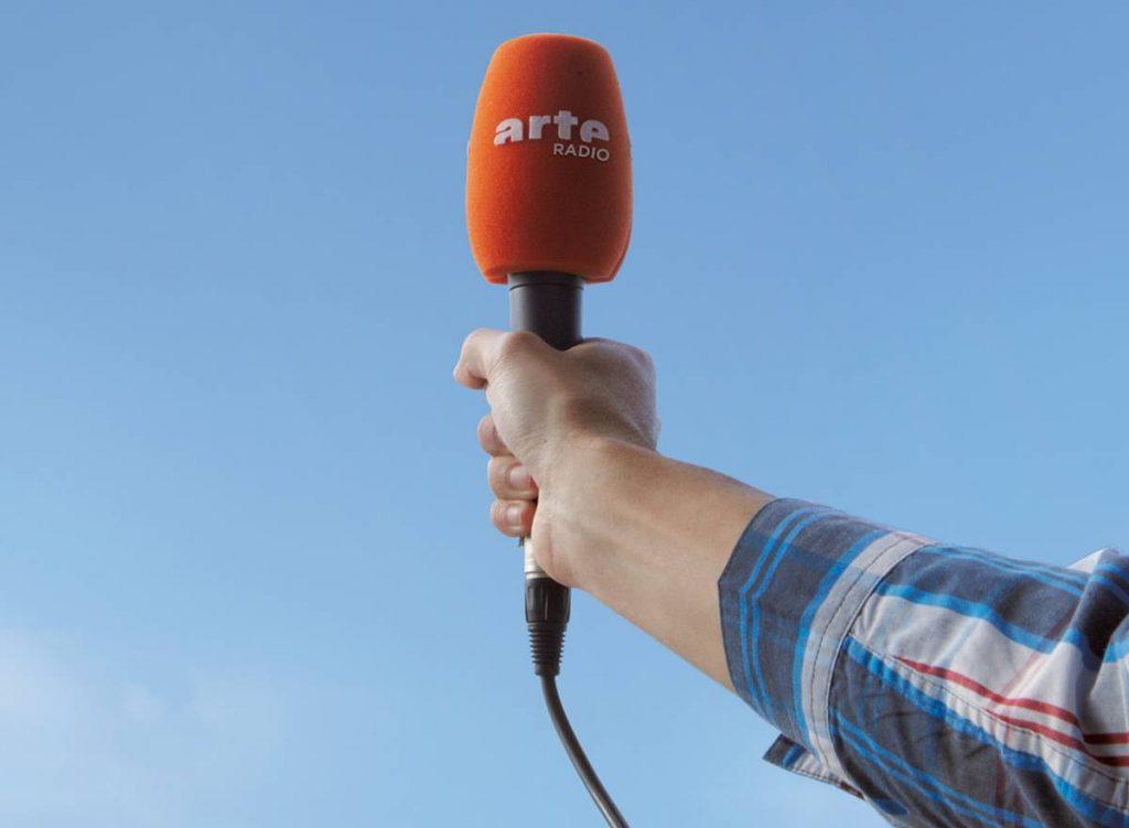 arte radio coming in elodie font