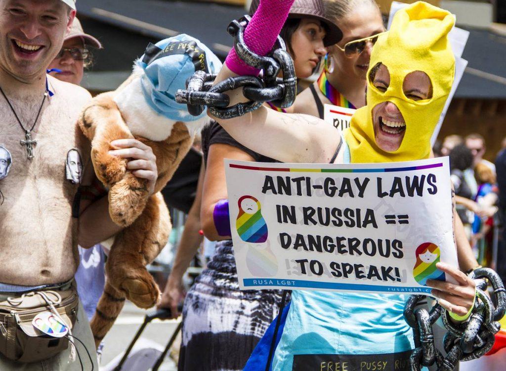"""trois activistes LGBT Cour européenne des droits de l'homme CEDH loi anti-""""propagande gay"""""""