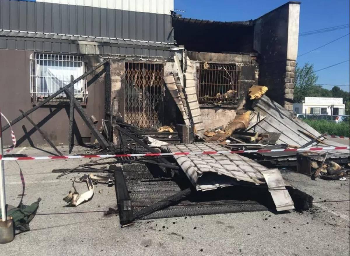 incendie criminel détruit le planète 26 à Valence