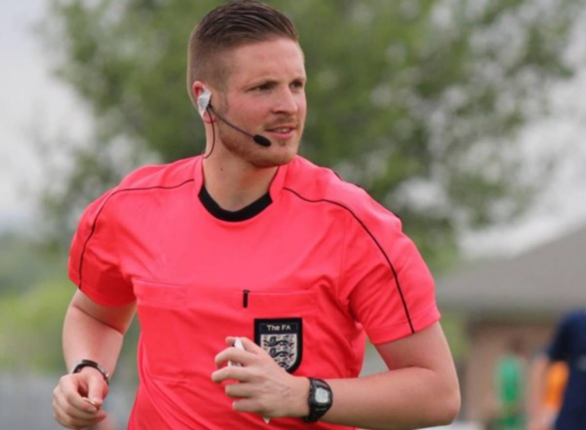 Cet arbitre est le premier à faire son coming-out dans le foot anglais
