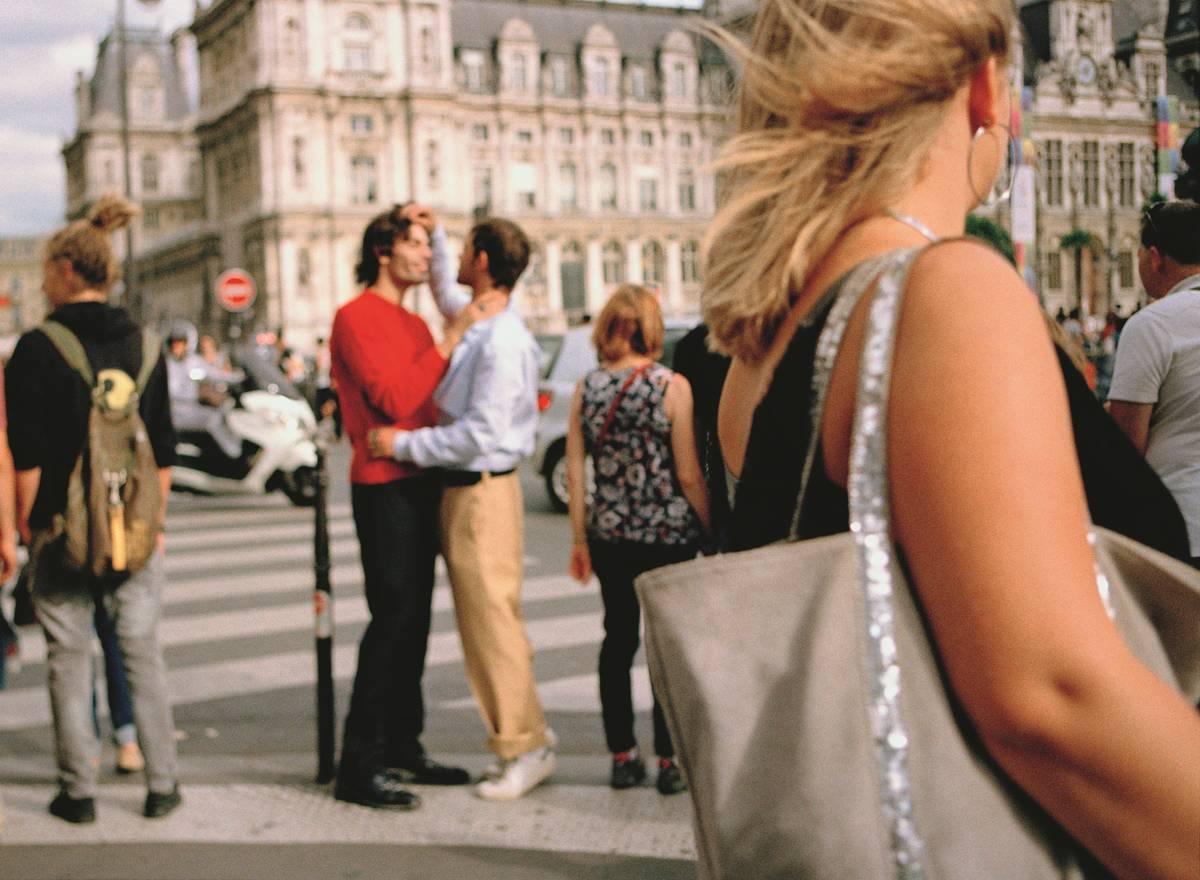 gestes d'affection démonstrations d'affection en public