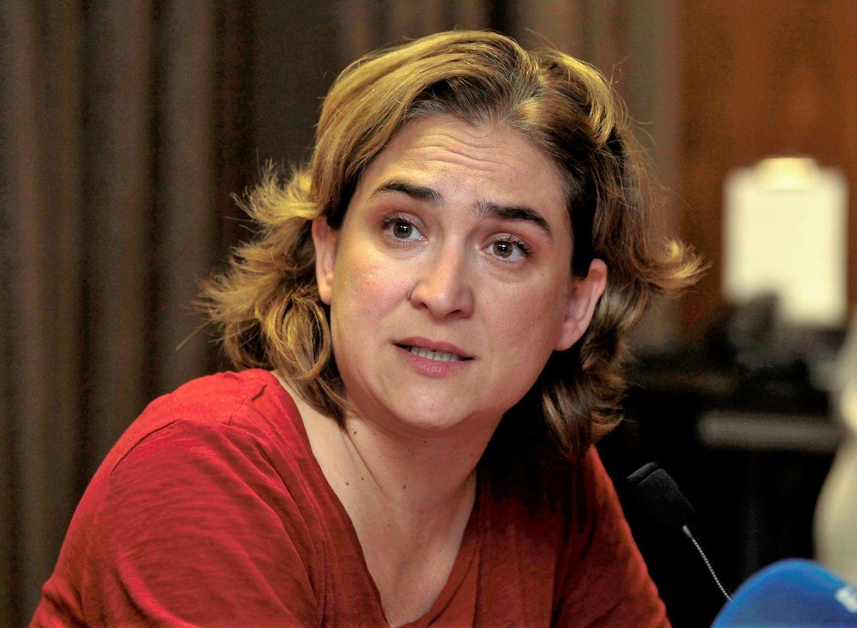 maire de Barcelone Ada Colau coming out bi