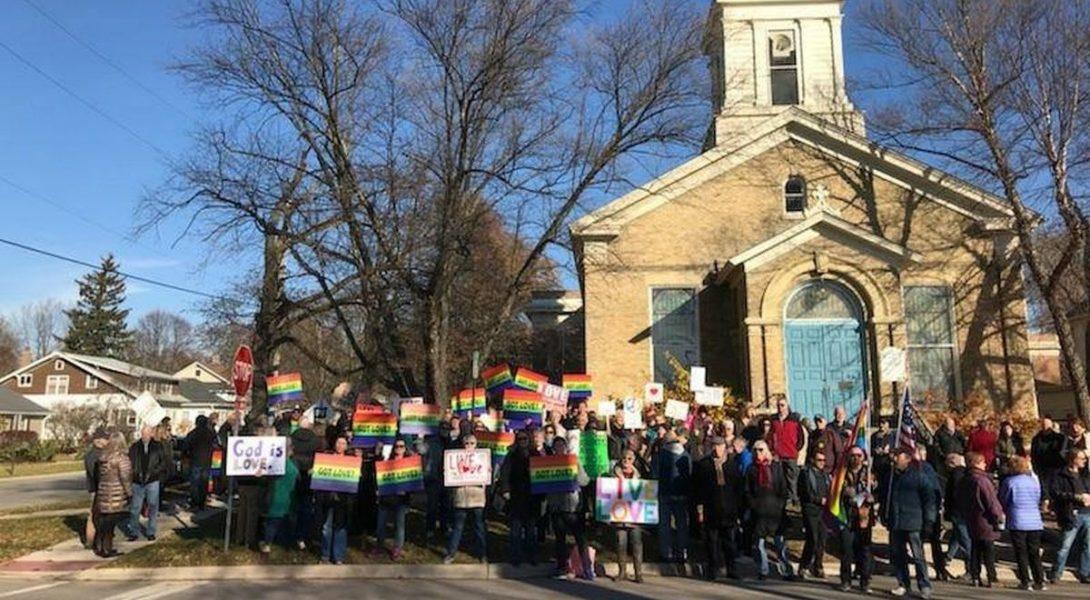 Etats-Unis : une école catholique refuse l'admission de l'enfant d'un couple de même sexe