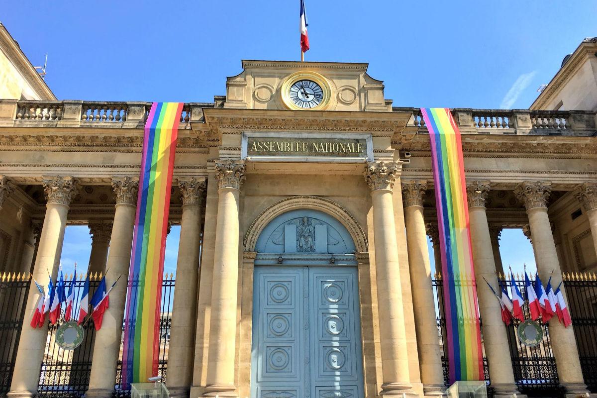 Pour la première fois, l'Assemblée Nationale pavoisée aux couleurs LGBT