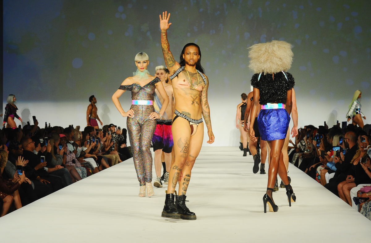 Fashion week new-yorkaise : un défilé de mode révolutionnaire 100% trans'