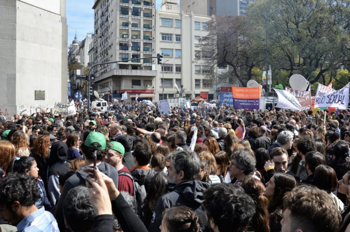 Accès au traitement VIH : inquiétudes en Argentine après la suppression du ministère de la Santé