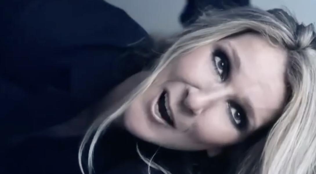 Céline Dion annonce un nouveau projet dans une vidéo complètement barrée
