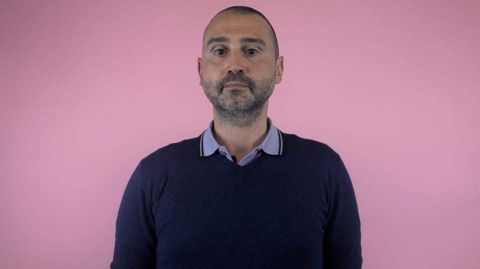 Julien Pontes, du collectif Rouge Direct, contre l'homophobie dans le foot.