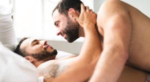 sodomie sexe couple gay lit