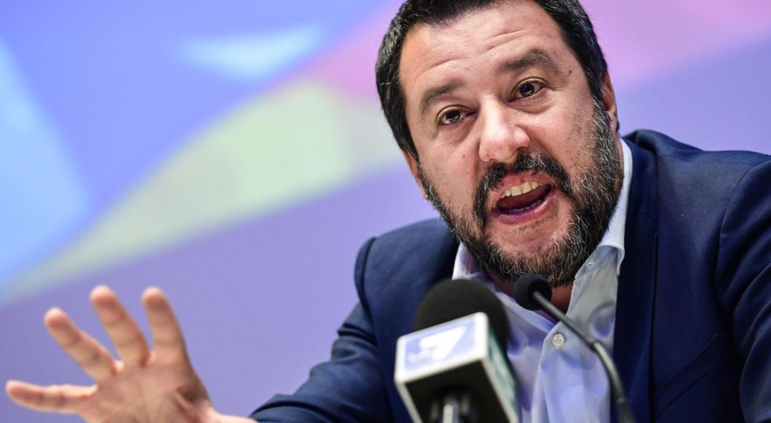 Croyant prendre un banal selfie, Salvini se fait troller