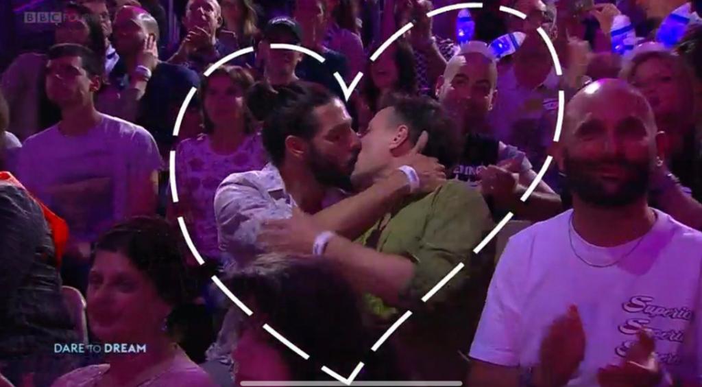 eurovision baiser kiss cam