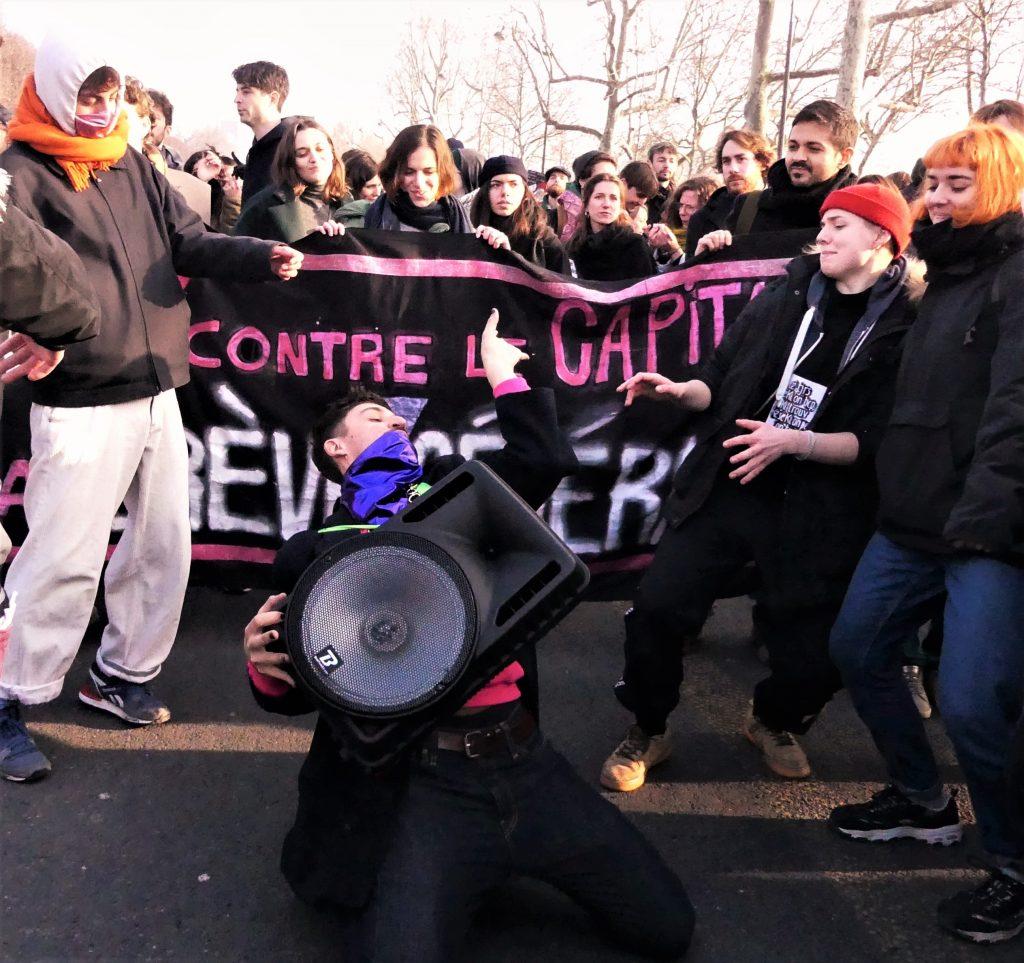 Pink Bloc : ces militants queers qui se battent contre la réforme des retraites - TÊTU
