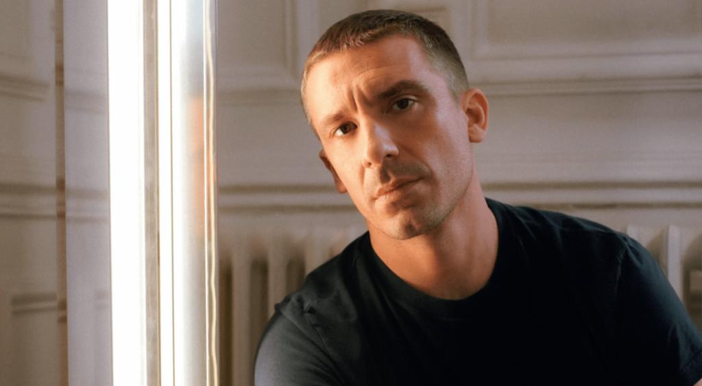 Julien Dossena, créateur de mode queer pour Paco Rabanne
