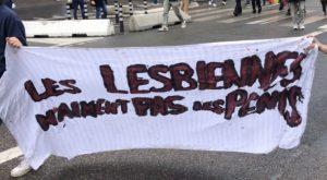 Lors de la Pride 2021, des féministes ont brandi des slogans transphobes
