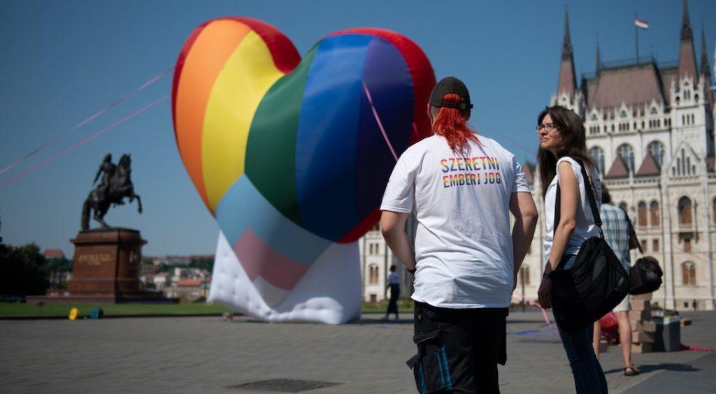 Loi homophobe en Hongrie : l'Europe tape mollement du poing sur la table