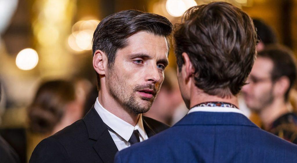 """Raphaël Personnaz est l'anti-héros gay de la nouvelle série """"L'Opéra"""""""