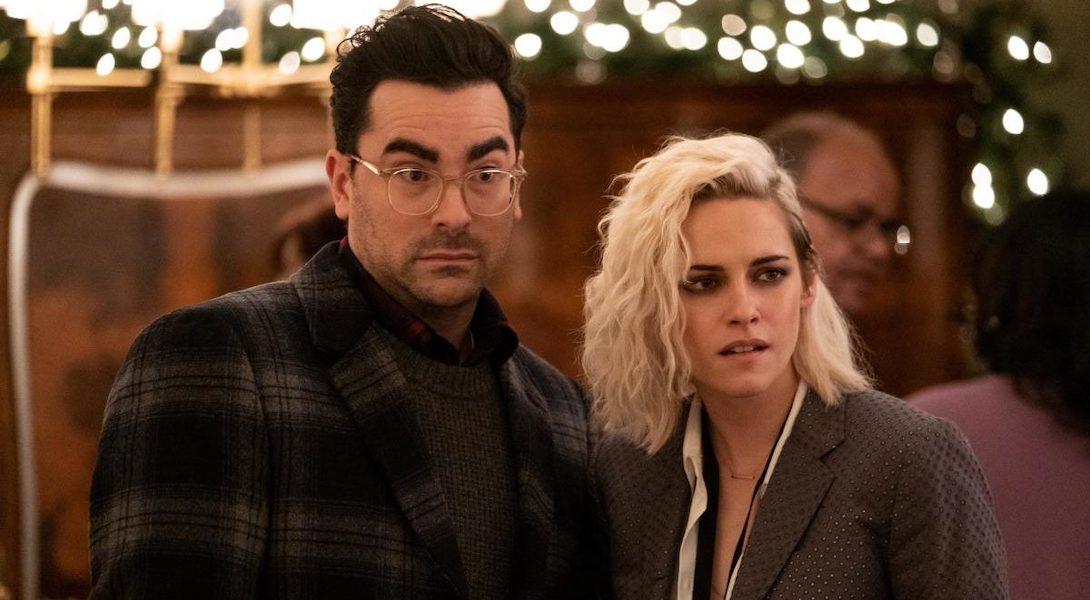 """Dan Levy et Kristen Stewart dans le film """"Happiest Season"""""""